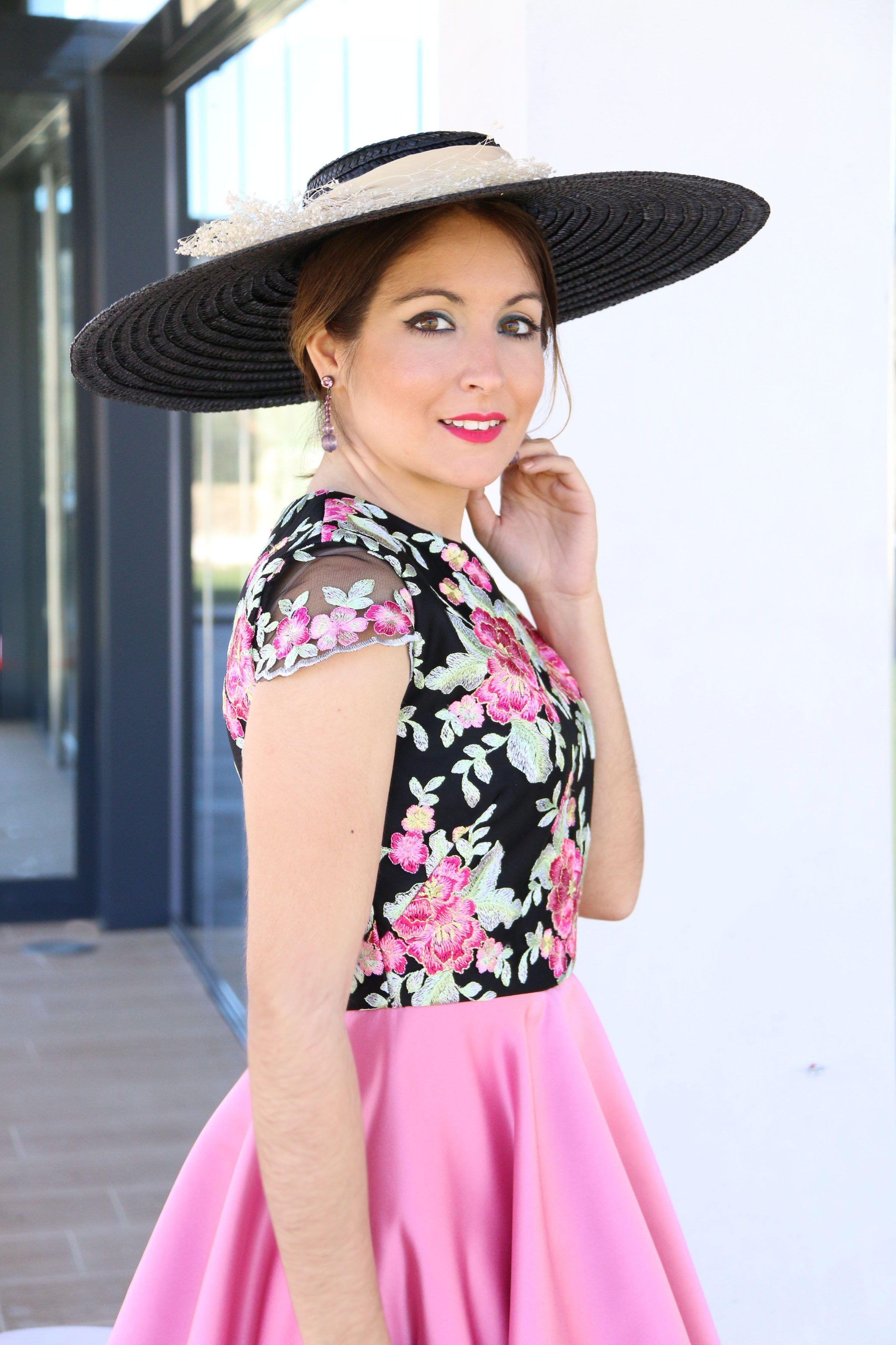 Modelo Amapola en rosa y negro