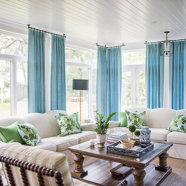 Another 'before and after' of my sunroom. Love @kerry.spears's colorful transformation. Swipe to he right.  cc: @lacefielddesigns_ @overall_upholstery_studio_ @mintwoodhome @hdaccents @emilypopeharris @dearkeaton @benjaminmoore #lavinliving #slhomes #clpicks : @kelliboydphotography