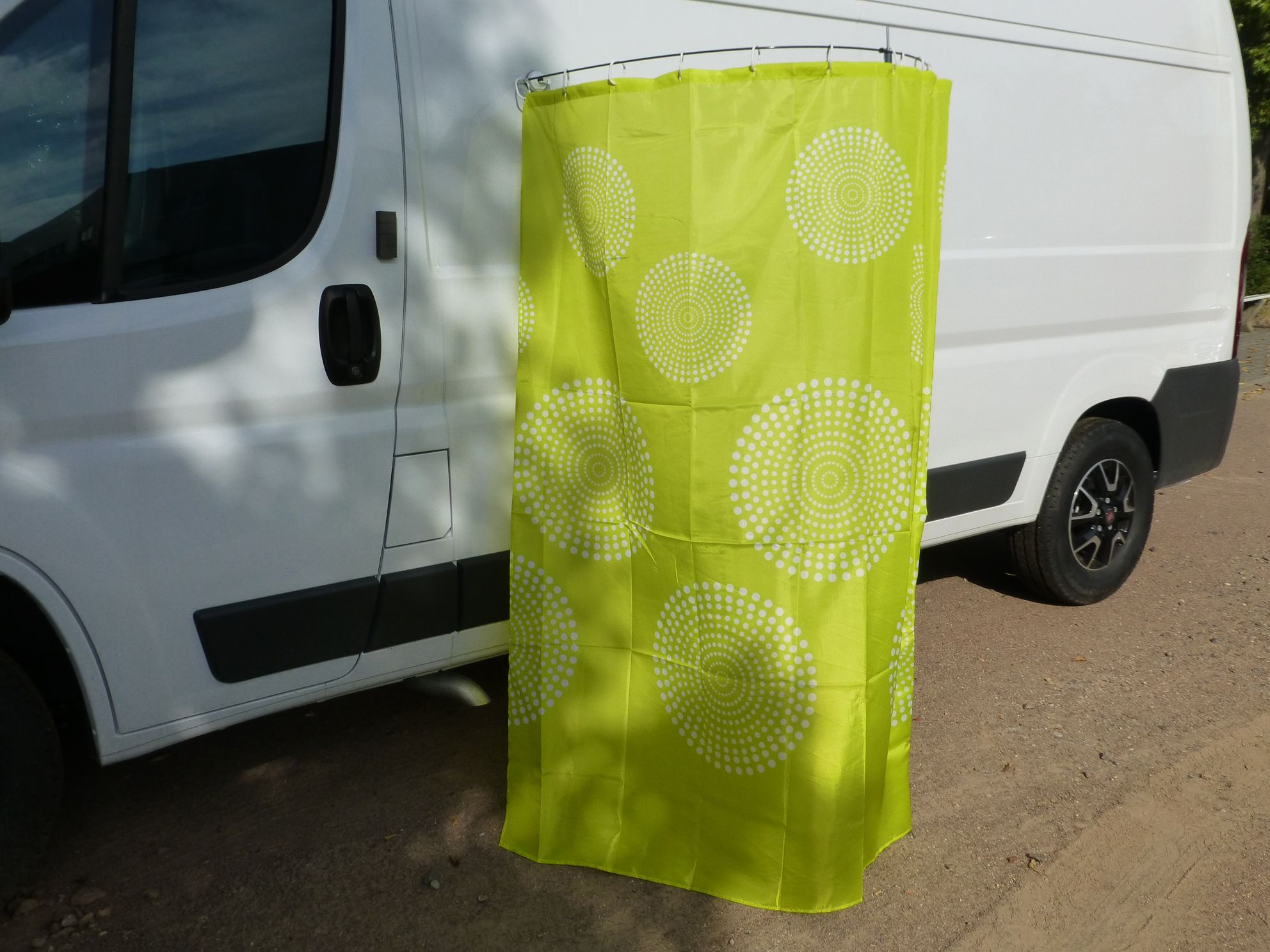 Geniessen Sie Eine Dusche Im Freien Mit Reimos Aussenduschkabine Fur Wohnmobile Und Campingbusse Dusche Reisemobil Wohnmobil