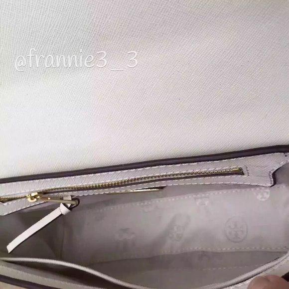 3d1960d8a9f 45% off Tory Burch Handbags - Tory Burch Robinson Crosshatch ...