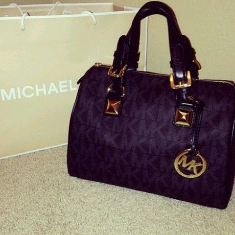 de2aa25362e4 I have this little Michael Kors wallet its so cute! | make your own ...