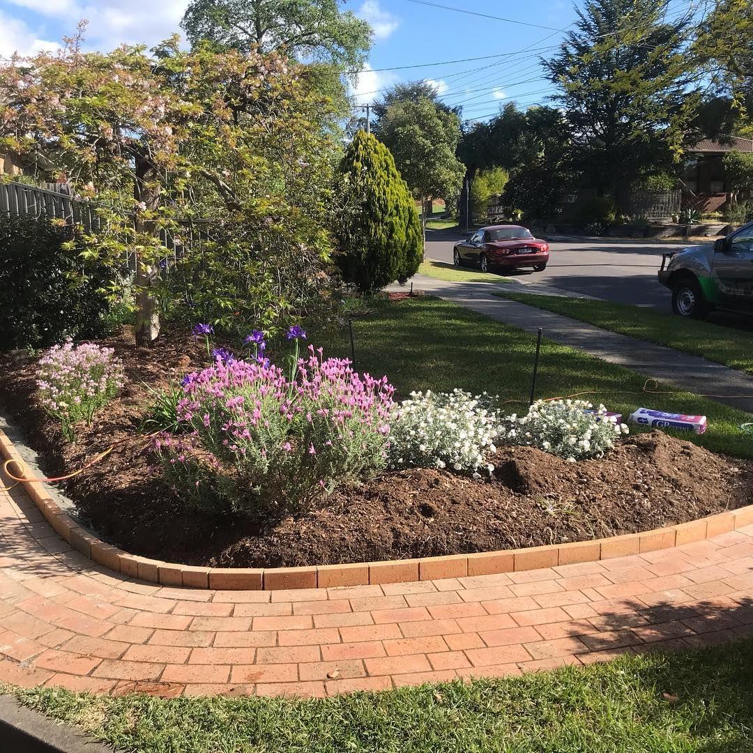 Beautiful Garden Edging Decor To Make Your Garden Eye Catching