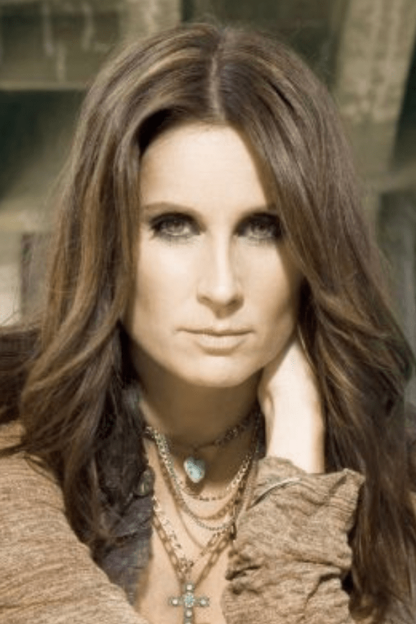 25 Female Country Singers From The 90 S That You May Not Know About Country Singers Singer Female Singers