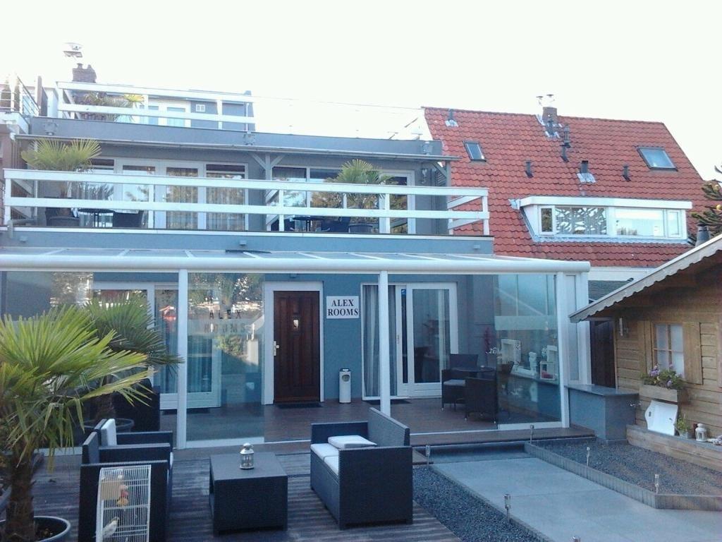 Alex Rooms Amsterdam Airport in 2019 Badkamer met douche