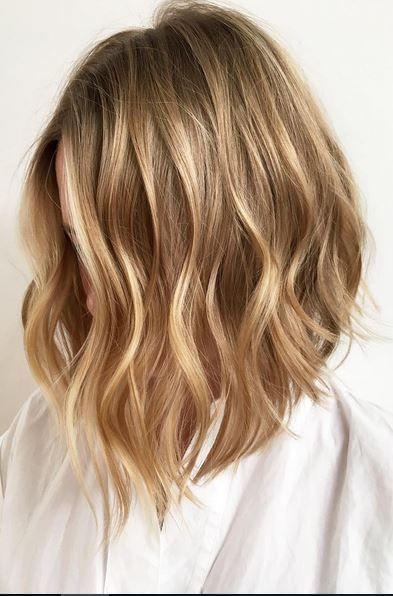 Balayage blond sur cheveux courts