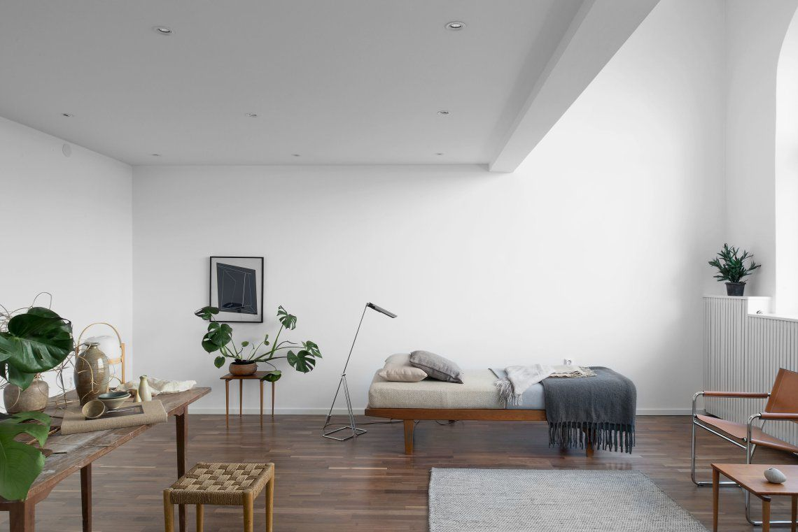 Minimal Home Staging.