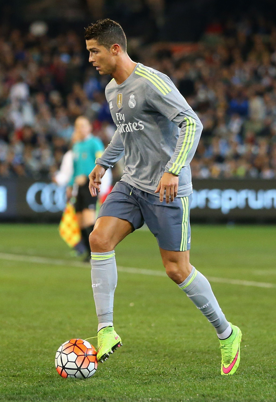 Cristiano Ronaldo Free Kick Stance Wallpaper 58149 Infobit