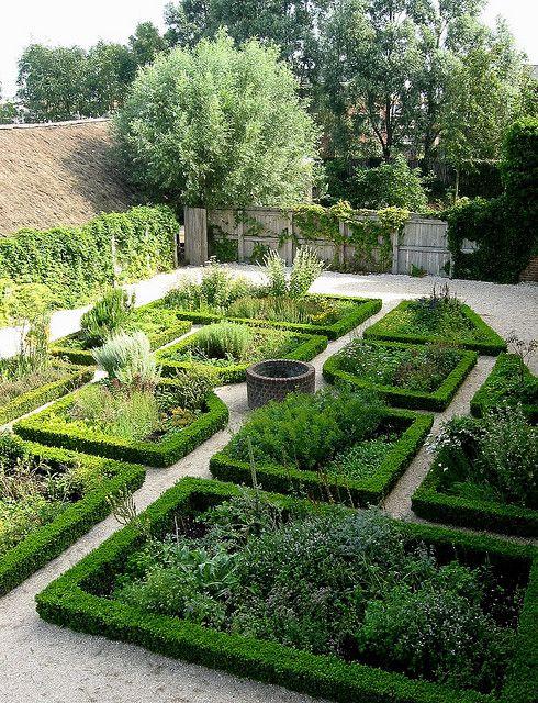 Medieval herb garden by haaglander via flickr medieval for Paisajismo jardines rusticos