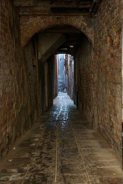 a sidestreet of Via Garibaldi, venecia
