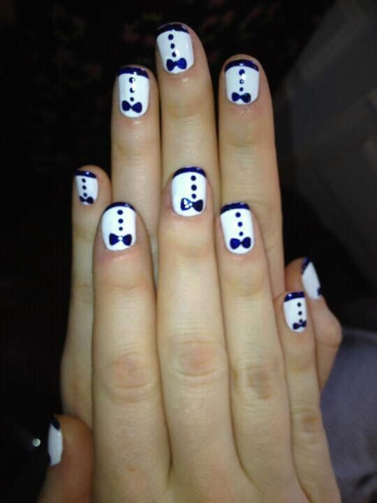 The actress, Zooey Deschanel's nails for the Golden Globes! Me love!!