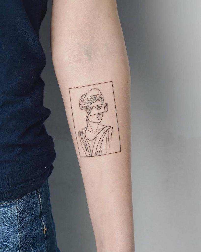 Tatuaje de busto antiguo deconstruido en el antebrazo derecho   - < Arm Tattoos > - #antebrazo #antiguo #Arm #busto #deconstruido #derecho #Tattoos #Tatuaje