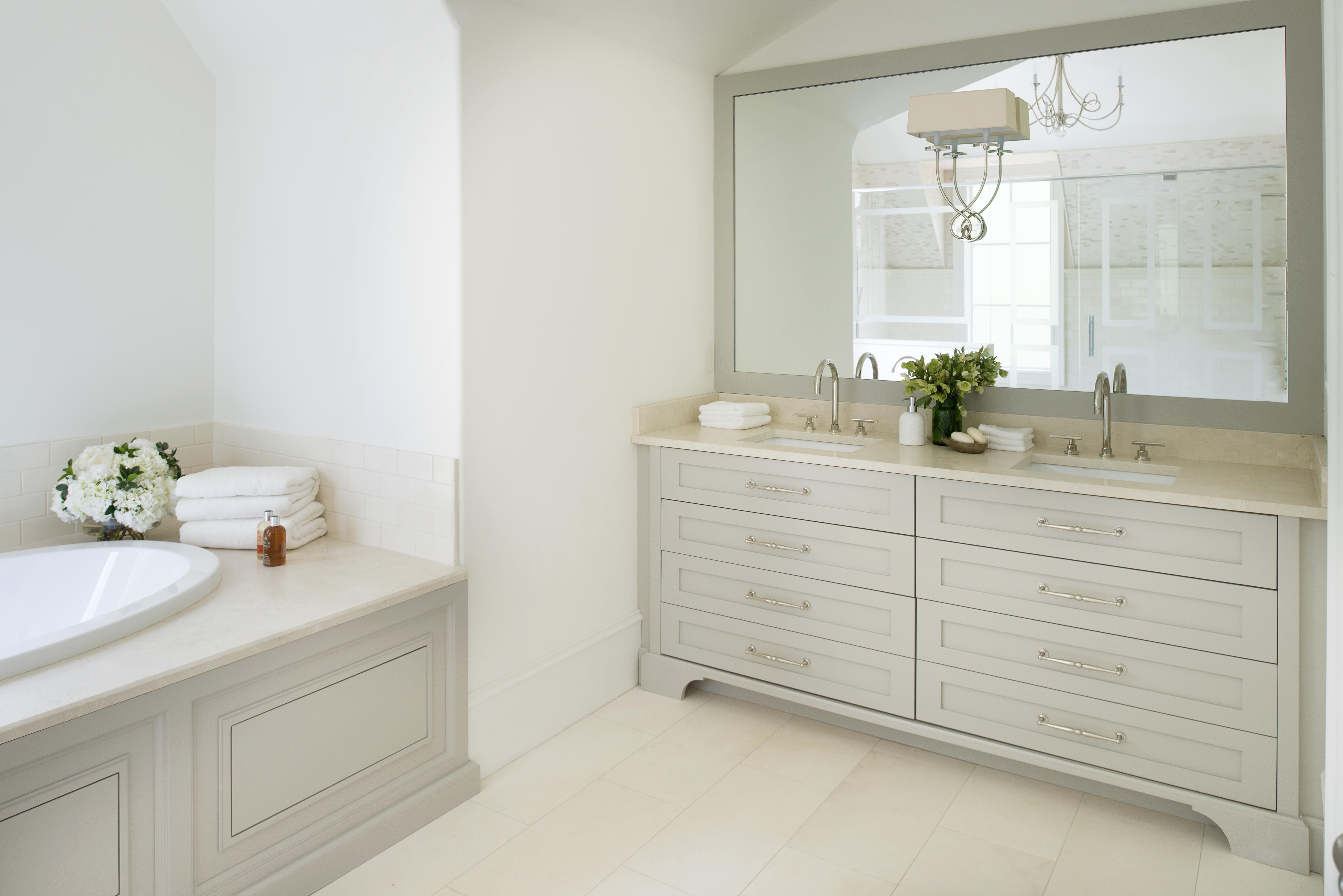 Crema Marfil Marble From Levantina S Own Coto Quarry In Spain In A Guest Bathroom Atlanta Homes Lifestyles Southeaster Guest Bathroom Bathroom Kids Bathroom