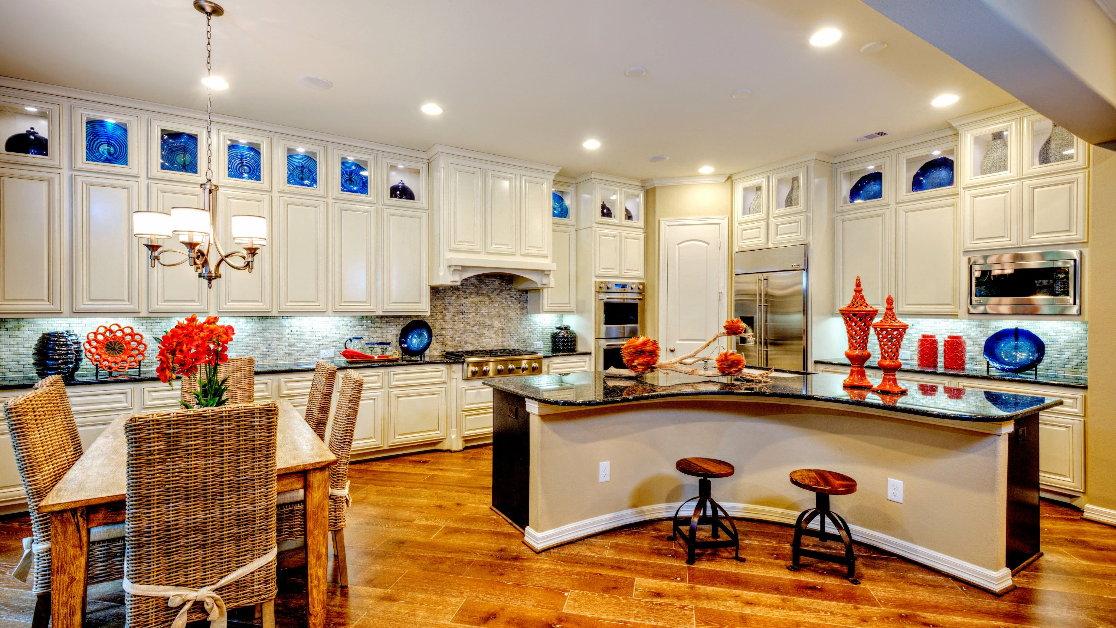 Spacious, sleek and accessible! The perfect #kitchen #design for any ...