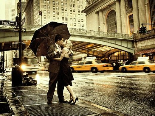 Valentine S Day Ideas In New York City Romantic Holiday On A Budget In Nyc Kissing In The Rain Photography Photo