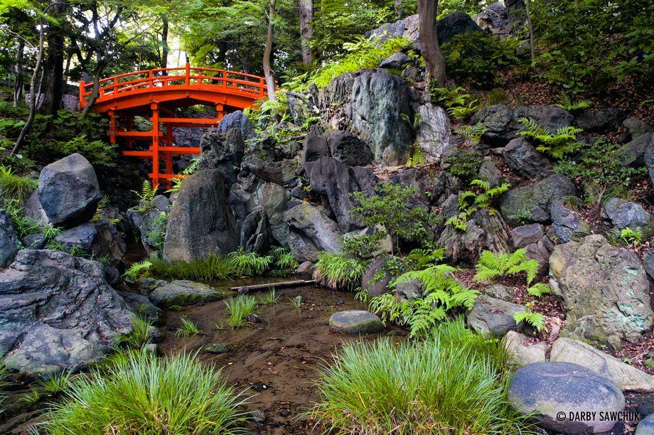 A traditional bridge in koishikawa korakuen a garden in for Jardin korakuen