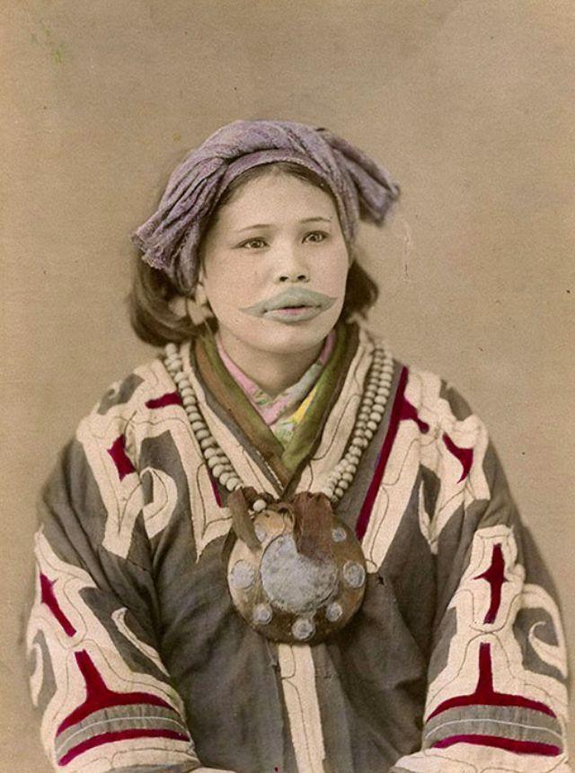 口の周りに独特な入れ墨を施したアイヌ女性の貴重な写真20枚 - DNA ...
