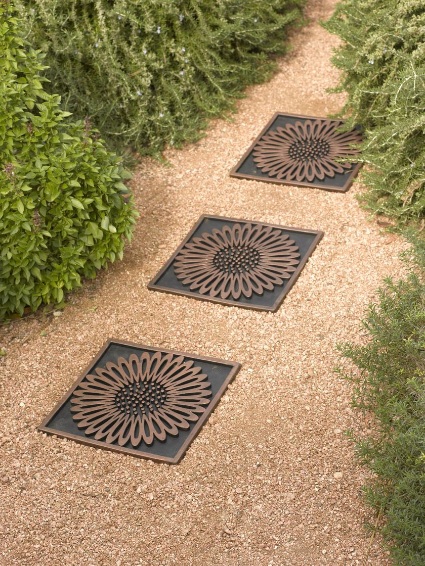 Recycled Rubber Paver Daisy Stepping Stone Gardeners Supply