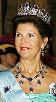 Several royal collections include impressive full parures. The Leuchtenberg sapphire parure, owned today by the Swedish royal family, was constructed as a full parure by Nitot (see photograph at right). It originally consisted of a tiara, a necklace, a brooch, a pair of earrings, and a set of four hairpins. (The original earrings were separated from the rest of the parure at some point; later, two of the hairpins were converted into a replacement pair.)
