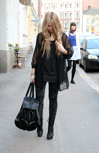 fashion - streetstyle - black acid wash jeans