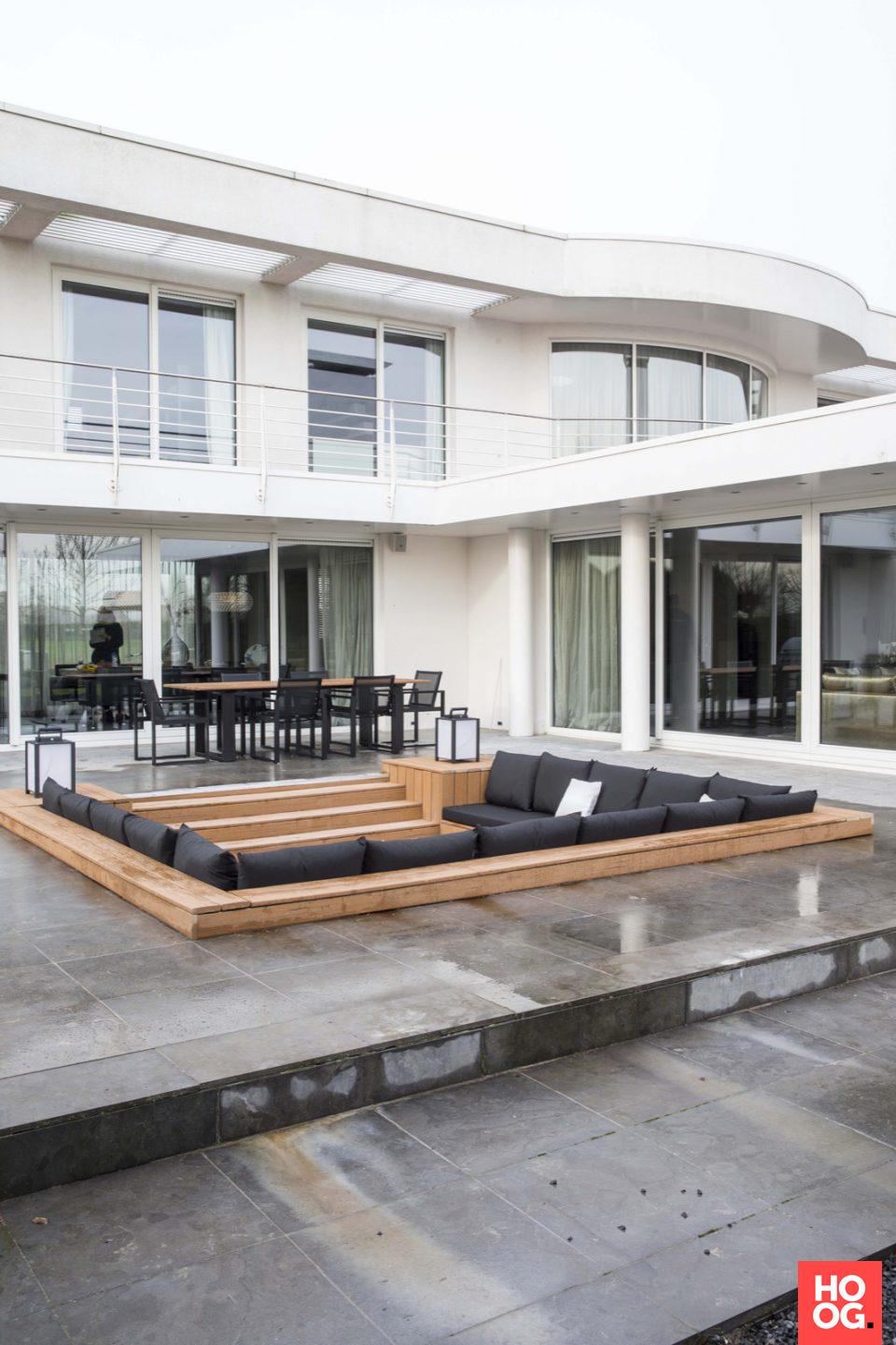 Moderne onderhoudsvriendelijke tuin met luxe loungeset | veranda ...