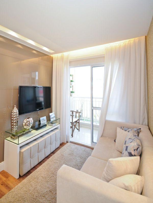 kleines wohnzimmer einrichten gardinen in wei er farbe wohnzimmer living room living room. Black Bedroom Furniture Sets. Home Design Ideas