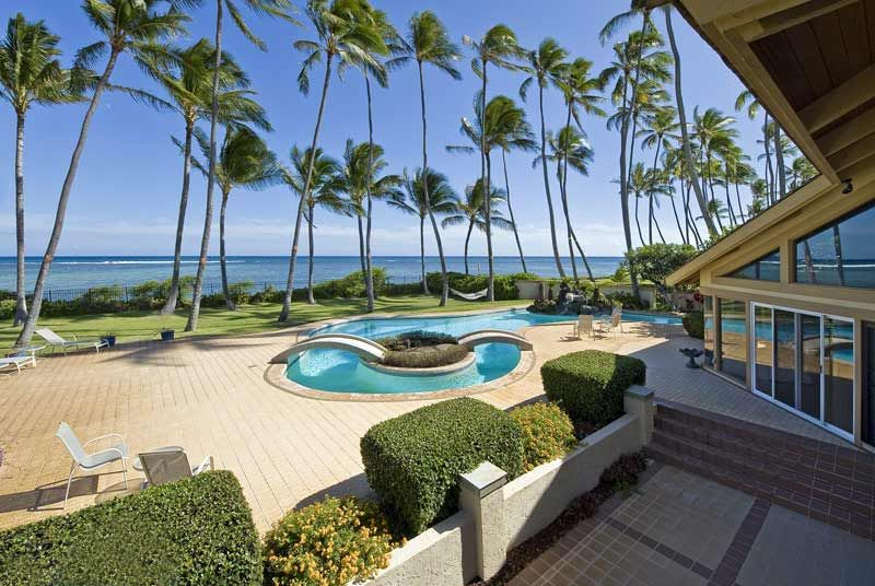 check out this amazing luxury retreats beach property in oahu with rh pinterest co uk