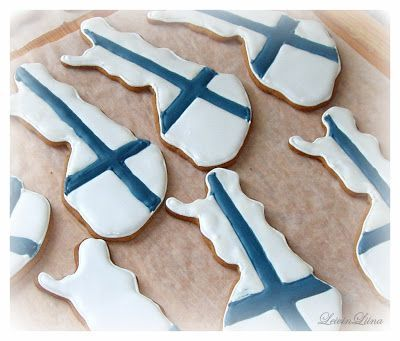 (This is not quite Christmas but in December so...) Why don't you see this sort of biscuits more often in Finland at Independence Day?