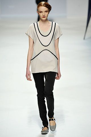 The Curved Lines On This T Shirt This Outfit Is A Perfect Casual Day Look Fashion Issey Miyake Fashion Design