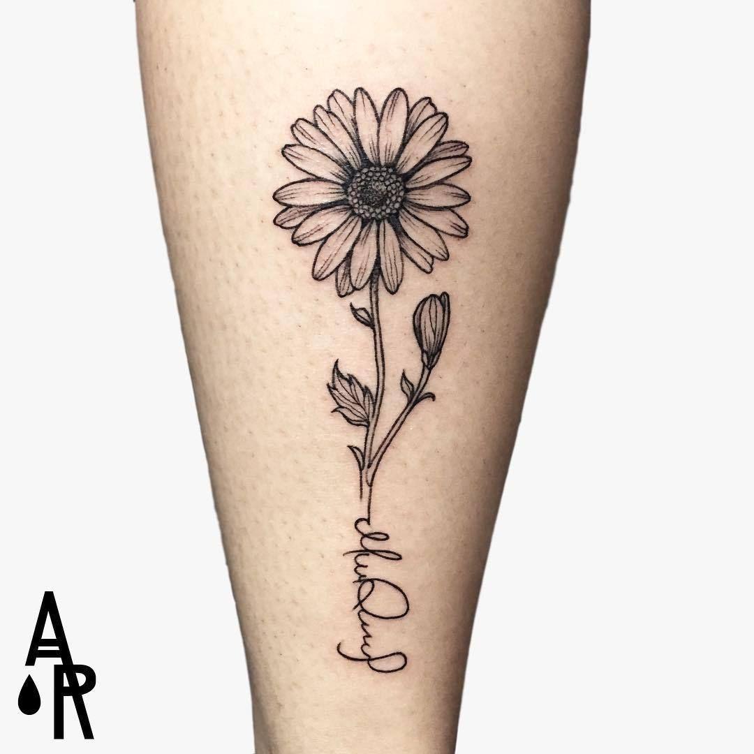 Daisy Tattoo Artist Anahi R Peru Living In Ecuador Gye Awesome Tatoos Daisy Tattoo Designs Daisy Tattoo Shoulder Tattoo