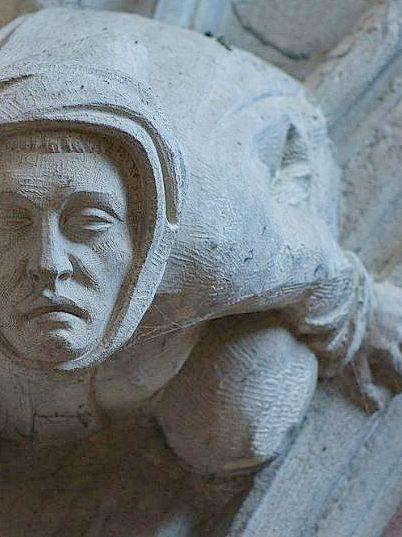 Le Pénitent   -     Portail de la Basilique Saint-Nazaire    -  Carcassonne, France   -   Luc Marc photography   / 2014    -   https://www.flickr.com/photos/lucmarc/15152696618/