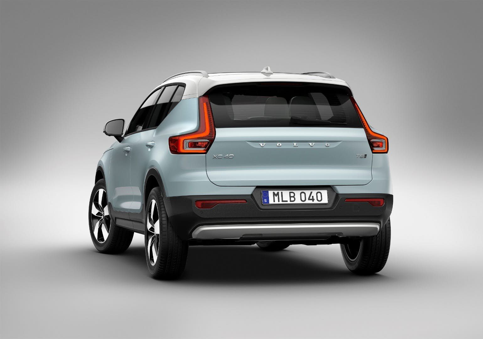 Review 2019 Volvo Xc40 Looks To Set A New Standard In Compact Luxury Volvo Volvo Cars Small Suv