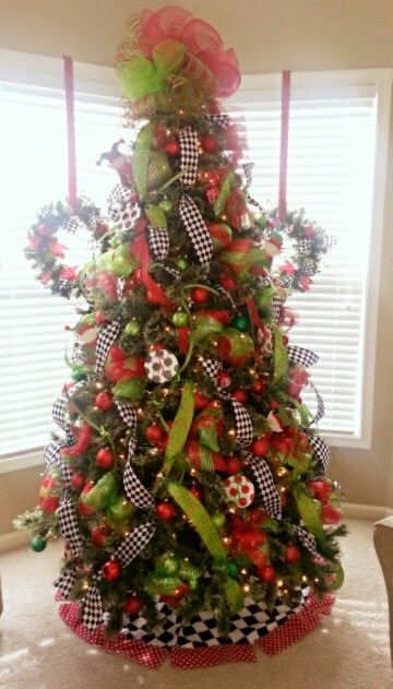 lime green red with black white checked christmas tree decorated by. Black Bedroom Furniture Sets. Home Design Ideas