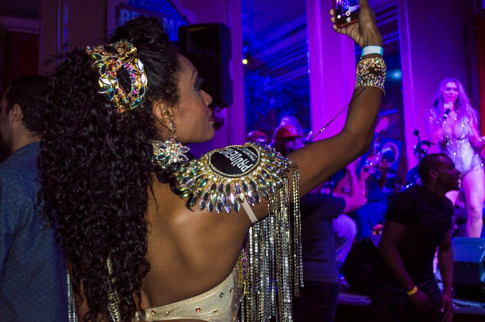 Barbaridades : Exxquenta! Camarote Brahma - Carnaval 2016