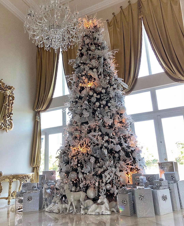 Masters Of Luxury On Instagram How Amazing Is This Giant Christmastree Laflare1017 Keyshiakaoir Christmas Beautiful Christmas Holiday Decor