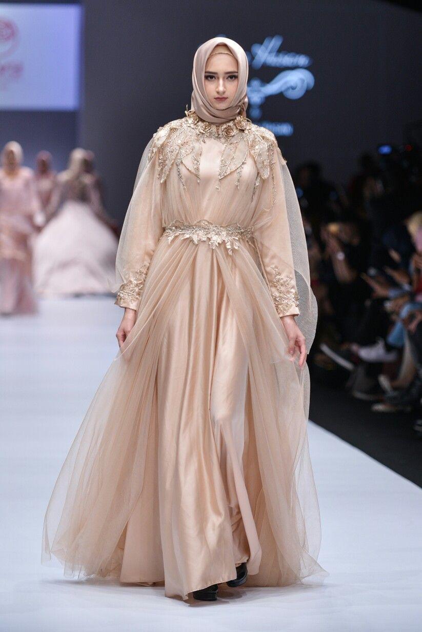 Aana Hasan on Jakarta Fashion Week 10 Contact us for order +