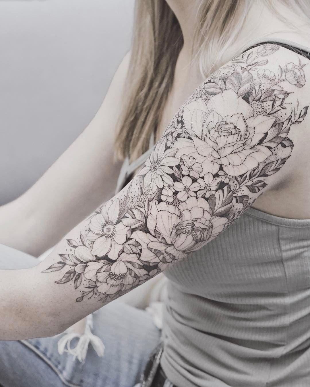 Blumen tattoo oberarm Tattoo Ideen