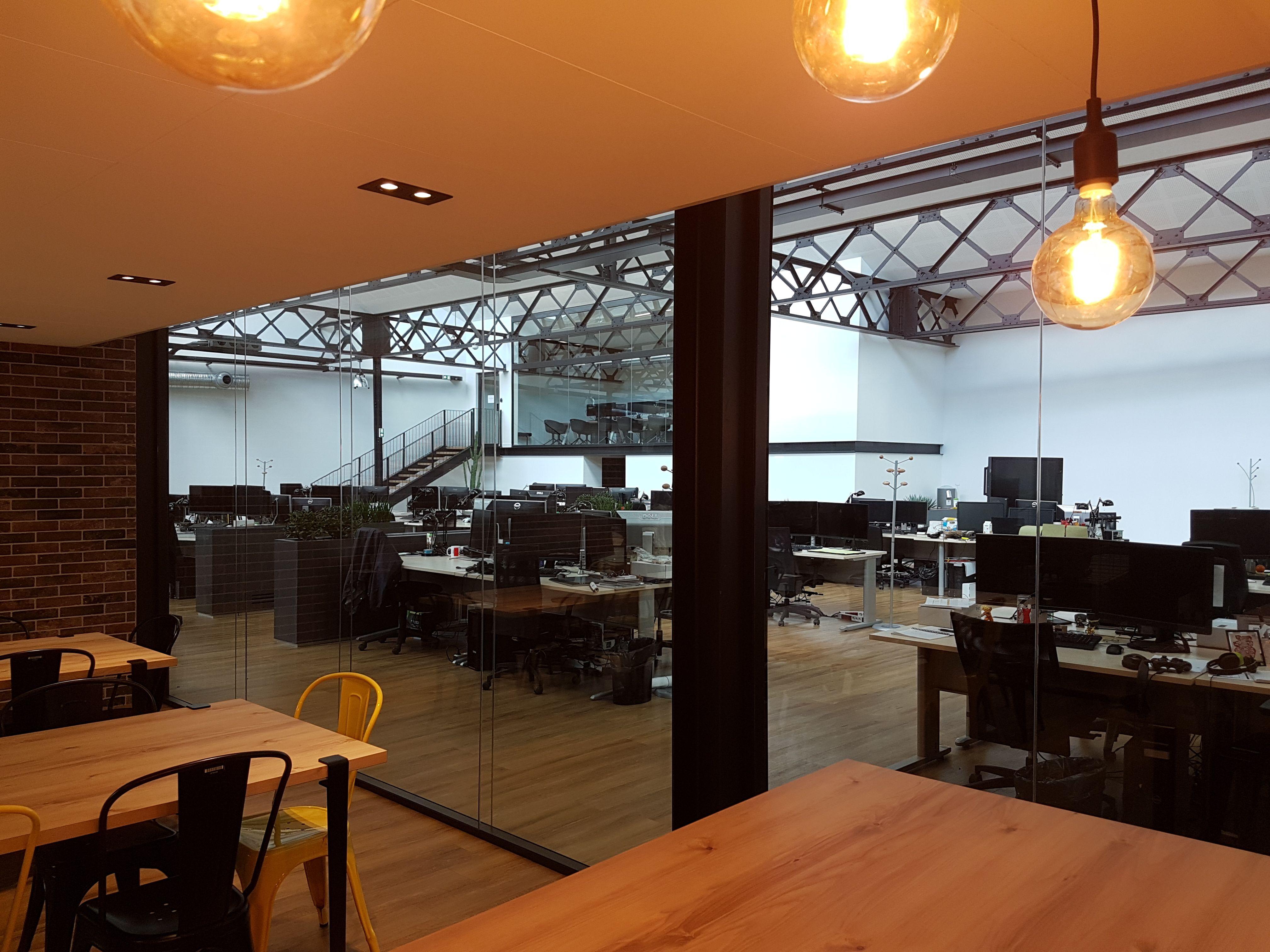 Transparence totale entre les open space de travail et le