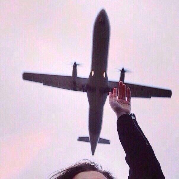 garota e aviao