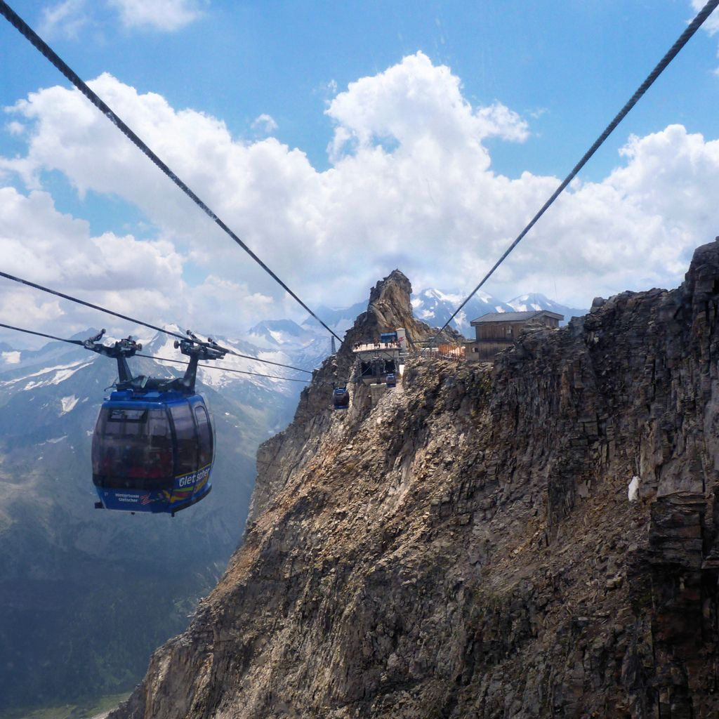 A view on the highest two-wire cable car in the world