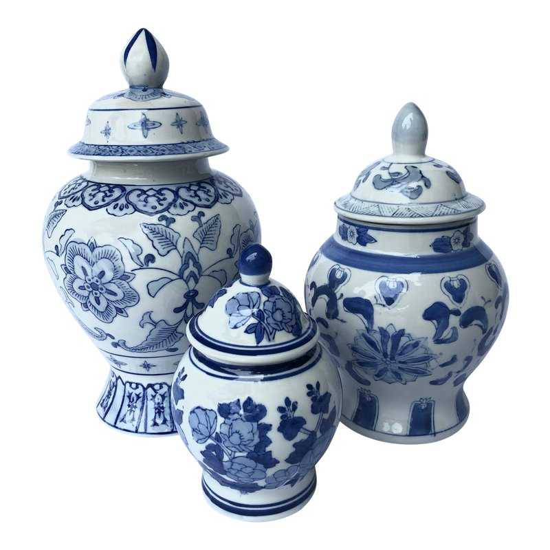 Antique Blue and white porcelain jar pagoda in ancient China 2pcs