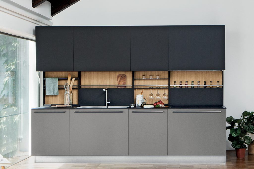 Cucina moderna con ante e piano in laminato Fenix e schienale ...