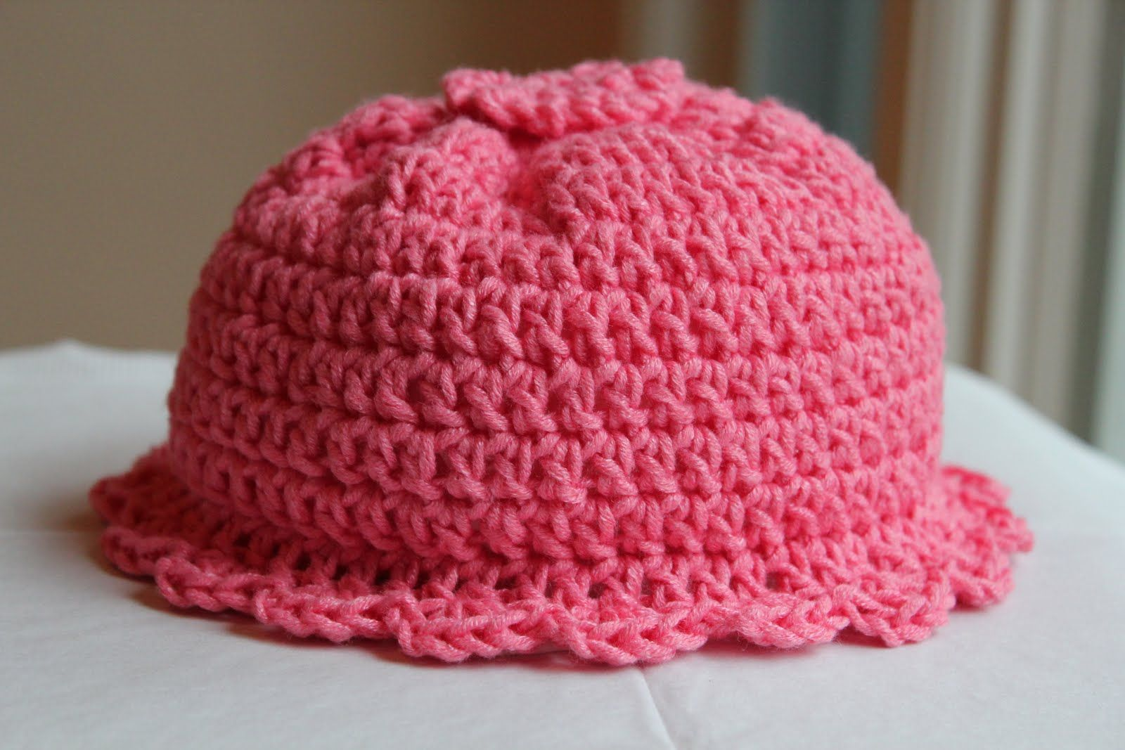 Pink Crocheted Baby Hat with Scalloped Edge <3 | Someday I\'ll learn ...