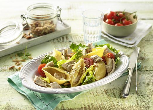 Muschelnudel-Salat mit Hähnchen und Kirschtomaten #rezept #genuss #hähnchen #chicken #geflügel #gefluegel #recipe #salat #nudelsalat #muschelnudeln