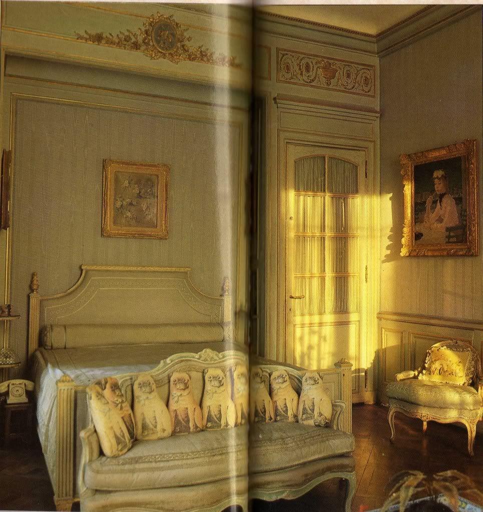 Edward VIII and Wallis Simpson (Duke and Duchess of Windsor)'s Villa on the Bois de Boulogne, Her bedroom