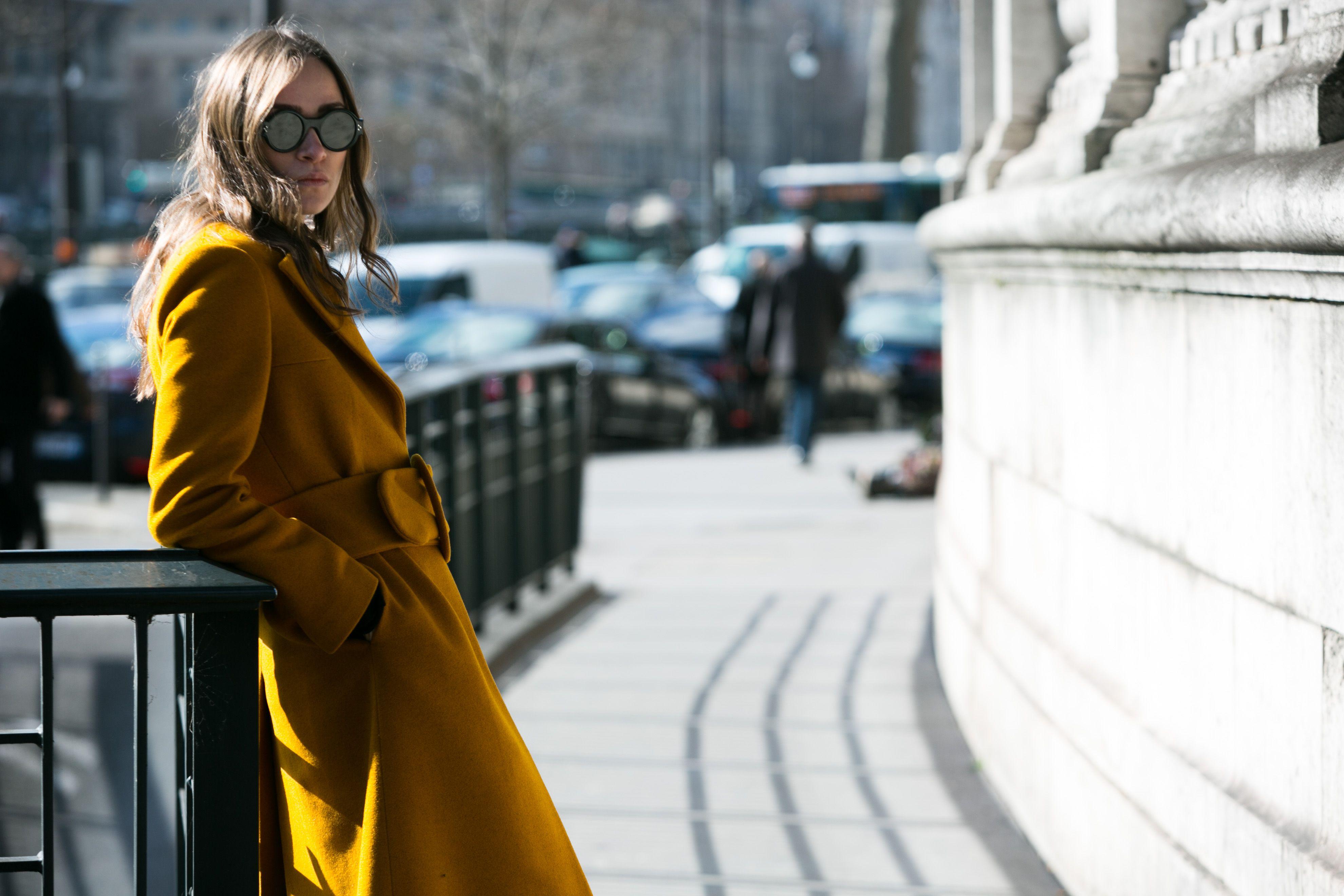 Streetstyle: múltiplas layers para enfrentar o frio durante a PFW - Vogue | Streetstyle