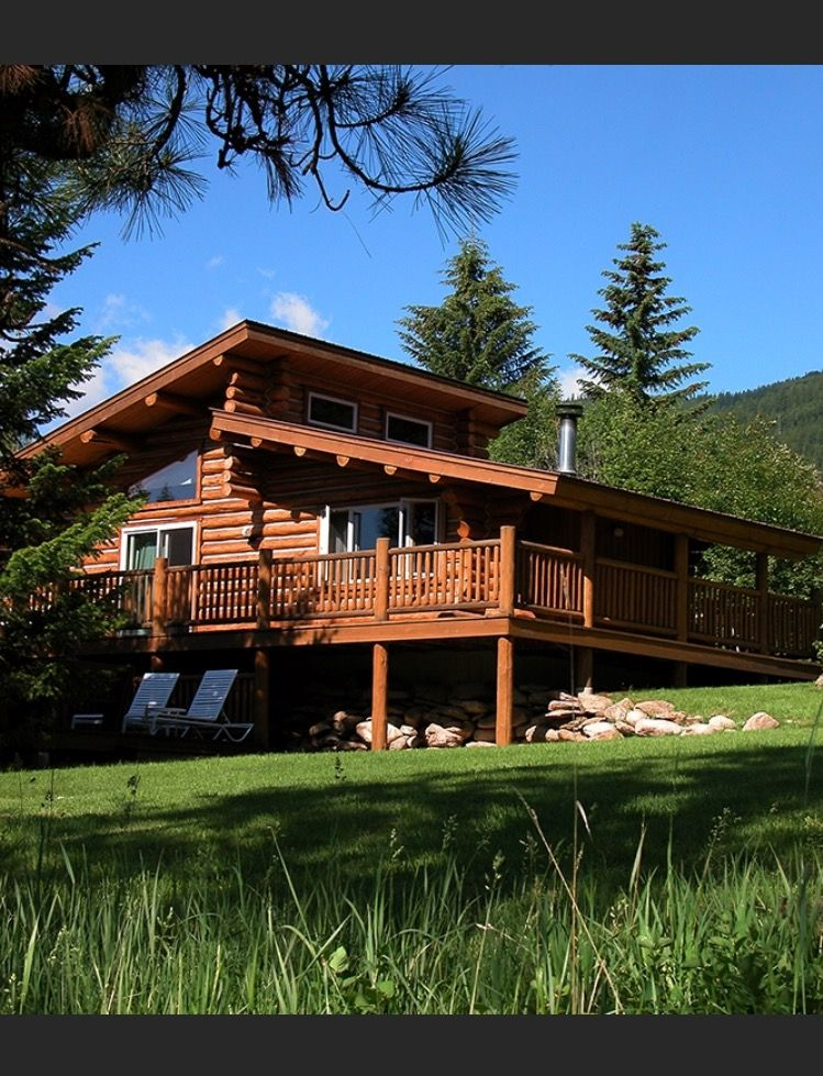 Pin by Crackpot Baby 🍒 on ∘⚜∘Rustic Log Homes∘⚜∘ (With images)