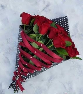 باقة ورد جميلة Rose Flower Arrangements Valentines Flowers Flower Shop Design