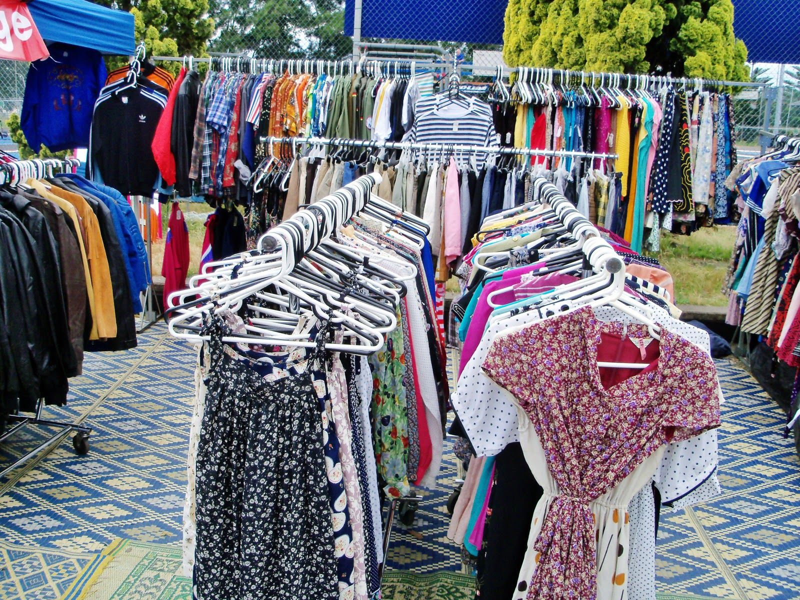 Glebe Markets Open On Saturdays This Lively Market Sells Jewelry Art Vintage Clothing Handicrafts And Street Food To Th Vintage Outfits Marketing Shopping
