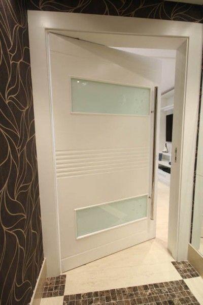 Porta pivotante com visor de vidro, pintura de laca P.U branco acetinado (Sayerlack) - Ecoville Portas Especiais