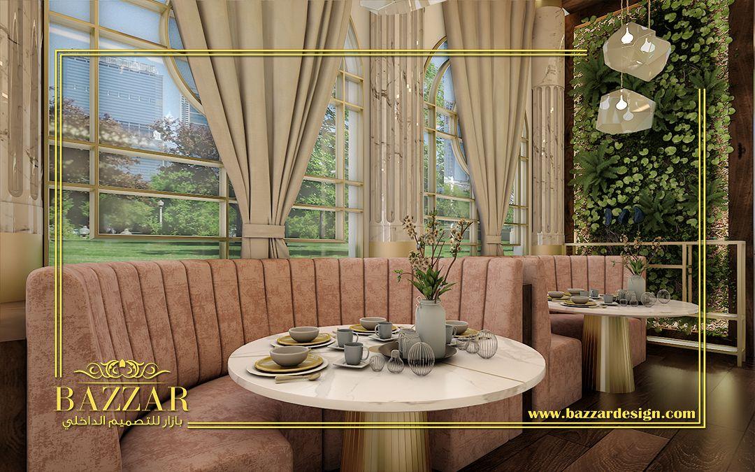 تصميم مطعم على الطراز المودرن الممزوج بالعناصر التصميمية الغنية كاستخدام الارش فى النوافذ واستخدام النباتات فى الحوائط لتعطى نوعا من القر Home Decor Decor Home